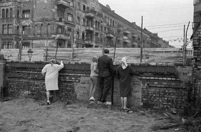 Немцы об украинской стене: Украина одурела!