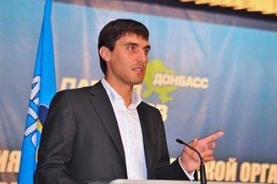 """Ахметовский депутат - дончанам и ополченцам: """"Я могу вам помочь, передушив вас по одному"""""""