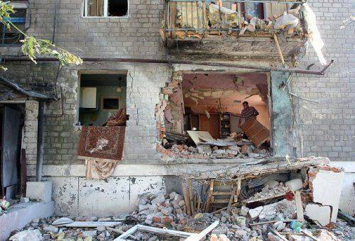 Украинские штурмовики и истребители разрушают Горловку