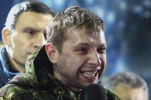 Сотник Парасюк грозит посадить премьера Яценюка в мусорный бак