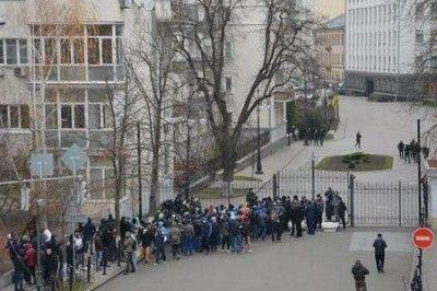 Майдаунов прогнали от администрации президента: «Митинги - только в рабочее время!»
