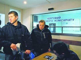 Военкоматы ищут призывников по офисам