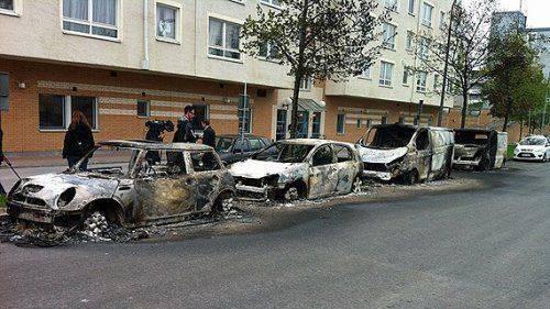«Весёлая Европа»: Во Франции во время новогодней ночи сожгли около 1000 машин