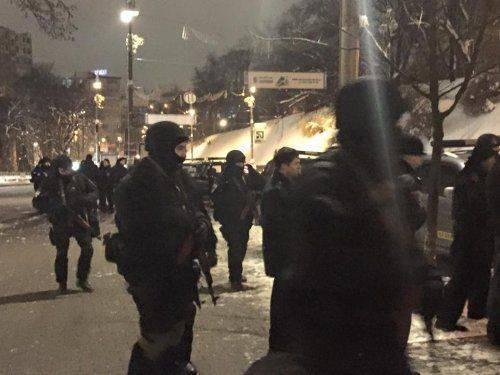 Под зданием правительства Украины стрельба, стянуты автоматчики