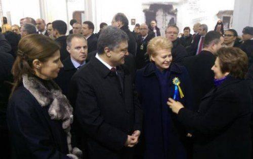 Порошенко обещал жесткие меры в связи с терактом в Харькове