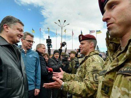 Спецназ США готовит эвакуацию Порошенко на случай «большого шухера»