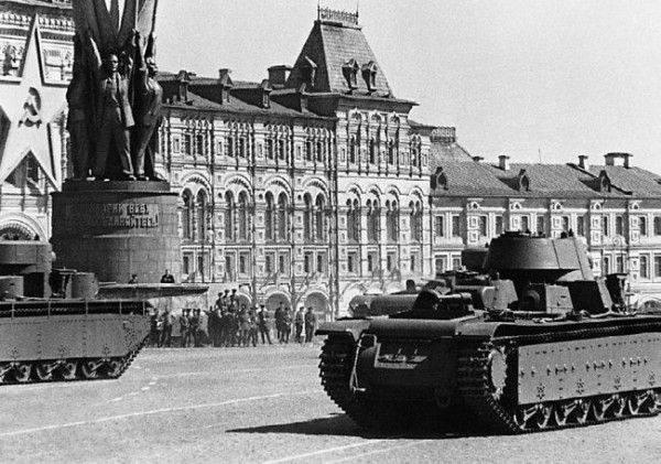 Парад на Красной площади 1 мая 1941 года