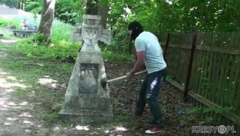 Картинки по запросу В Польше разрушили очередной памятник воякам УПА
