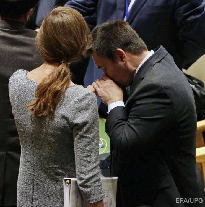 Тварь дрожащая перед белой госпожой – соцсети издеваются над Климкиным, лобызающим руки Пауэр