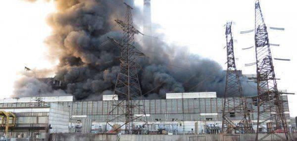 На украинских электростанциях начались взрывы