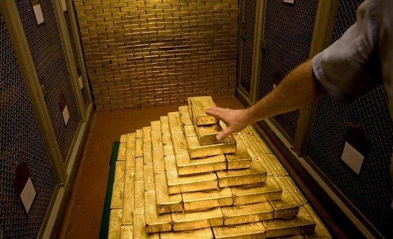 МВФ боится: Зачем Россия скупает гигантские объемы золота?