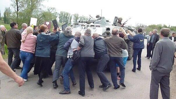 Жители Волновахи провели митинг против отвода украинской армии из села Петровского - Цензор.НЕТ 3162