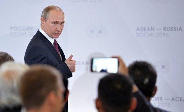 Путина толкают к войне