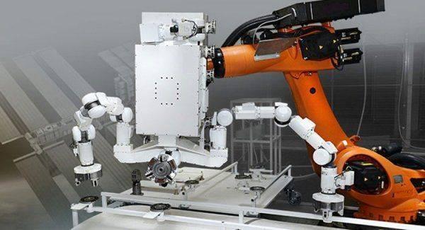 Робот российского производства и космического назначения