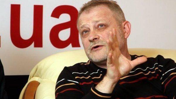 «Двоих одним ударом»: Кто может стоять за блокадой Донбасса?