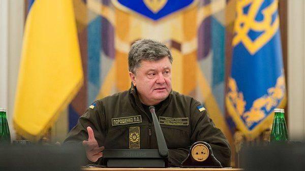 Порошенко ввёл военное положение