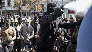 Новости Украины: активисты зажарили петуха возле Генкосульства России