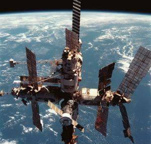 На борту МКС обнаружен микроб-мутант. Если он прорвется на Землю, то убьет ВСЕХ!
