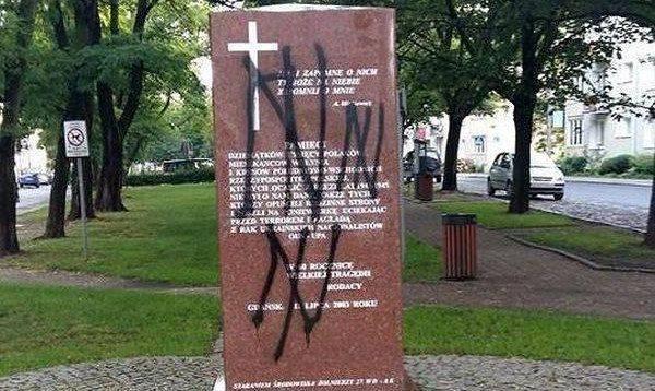 В Гданьске осквернили памятник жертвам УПА