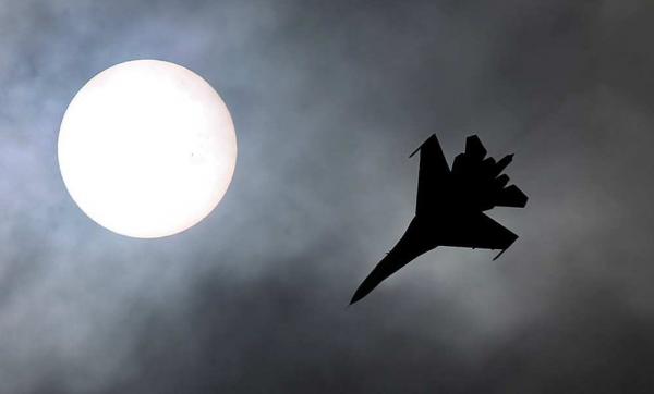 Ночной кошмар ИГИЛ: ВКС РФ сжигают объекты боевиков в пустыне Ракки
