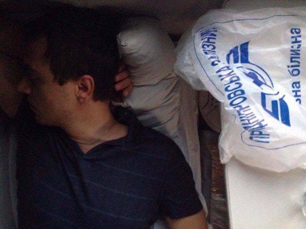 Кадры путешествия Омеляна в украинском плацкарте: «Невыносимая духота и ранний Шанхай»