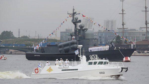 Путин принимает Главный военно-морской парад