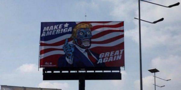 Трамп-рептилоид появился на дорожном билборде в Мехико