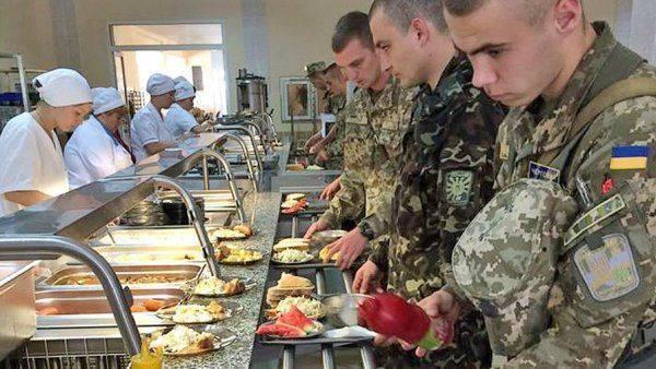 Военный ВСУ показал свой ужин: «Такое кошкам и собакам варил»