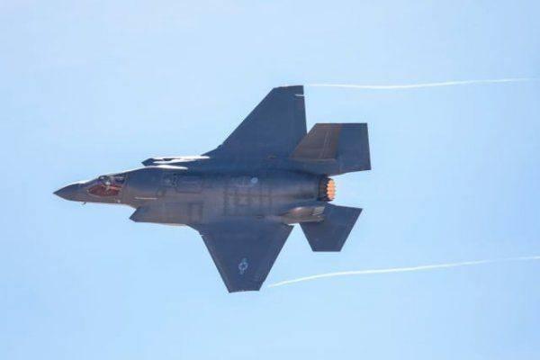 """От F-35 до ожирения: чем """"больны"""" вооруженные силы США"""