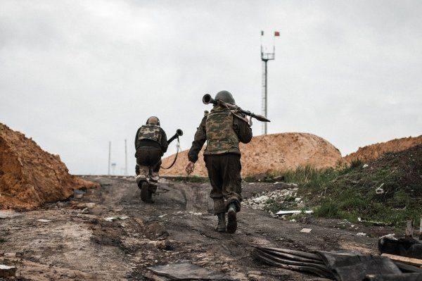 Донбасский военный фотограф наглядно показал, как ВСУ «воюют» с ополченцами