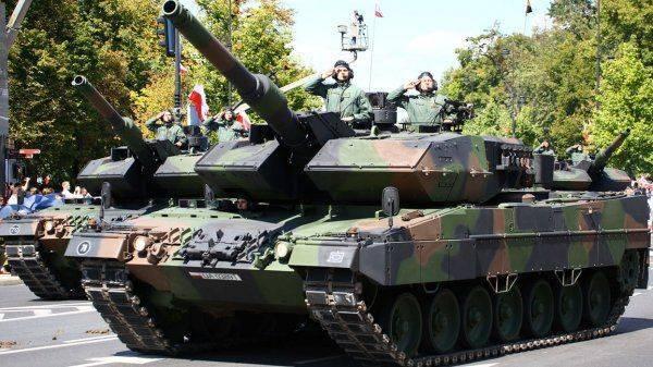 Танковая пушка у виска России