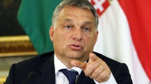 Венгрия затолкает свой флаг Украине в глотку
