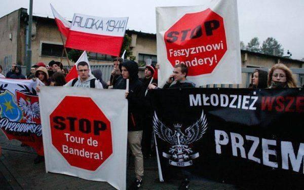 Польша введет санкции против украинских националистов