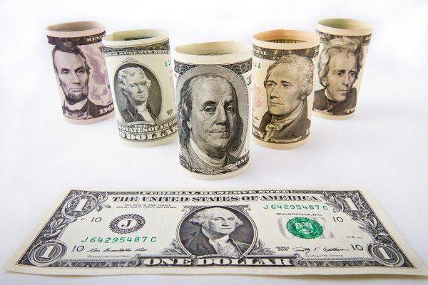 «Свободное плавание»: эксперт объяснил подорожание доллара и евро