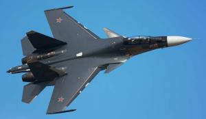 Су-30 совершил фантастический манёвр, «заглянув внутрь» транспортного Ил-76