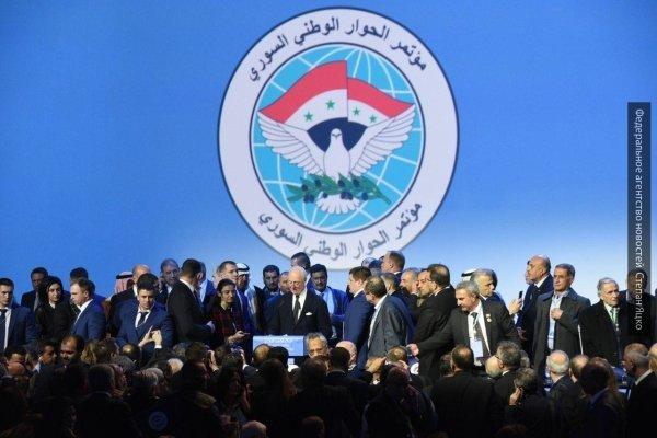 Владимир Путин осмотрел экспонаты выставки, посвященной итогам военных операций в Сирии