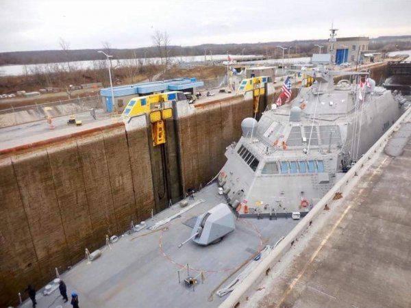 Новейший корабль US NAVY вмёрз в лёд Канады