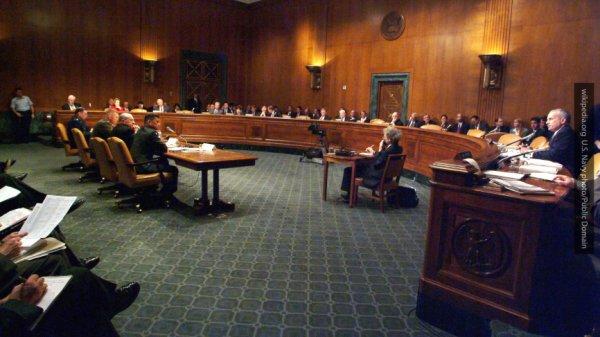 Сенат США разрешил спецслужбам продолжать слежку за иностранцами