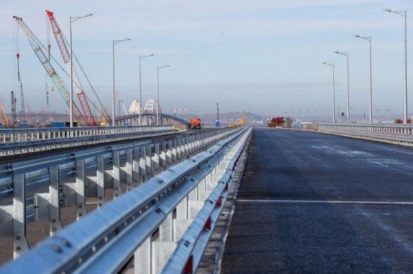 Громкие слова, не более: эксперт высмеял угрозы Киева для Крымского моста
