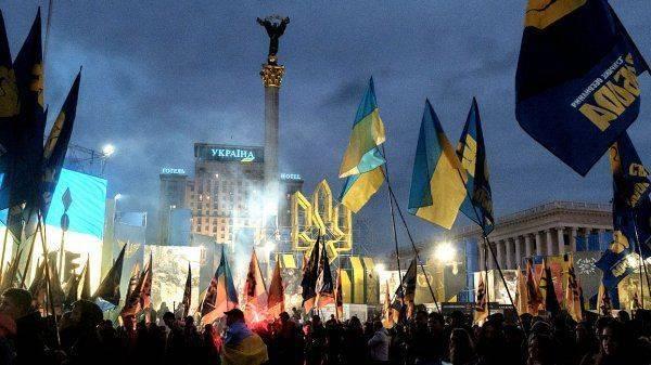 Украинские фанаты, избивавшие стариков, стали вооружёнными дружинниками