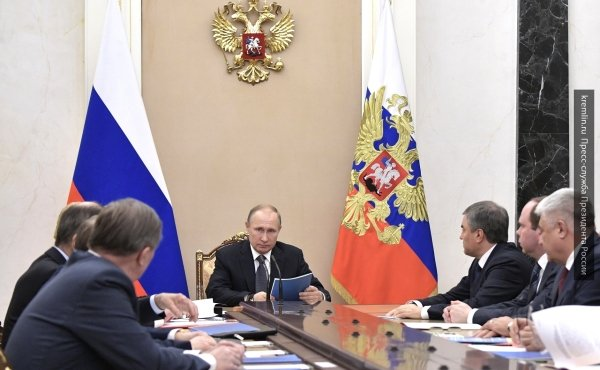 Владимир Путин обсудил ситуацию на Украине и в Сирии с членами Совбеза РФ