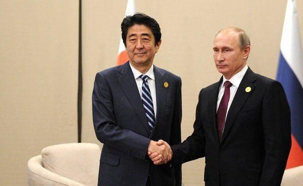 Премьер Японии рассказал о намерении подписать мирное соглашение с Россией