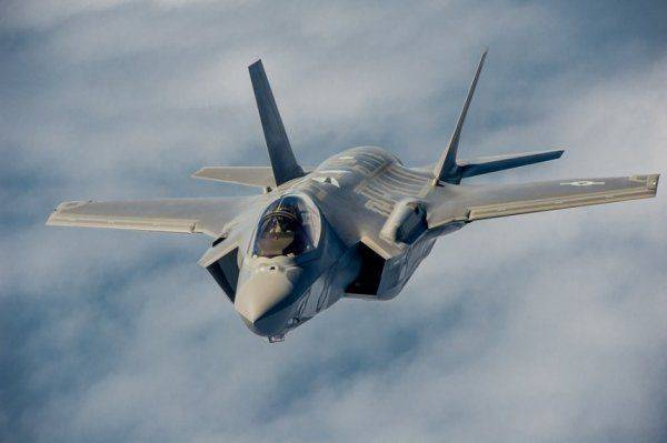 Япония планирует закупить у США новейшие истребители пятого поколения F-35B