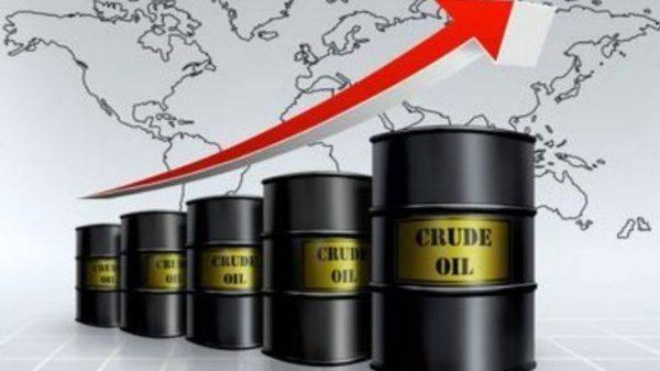 Рухнет нефть - рухнет рубль, но пока всё растет