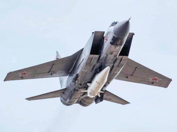 """Почему Миг-31, вооружённый """"Кинжалом"""", так испугал Пентагон?"""