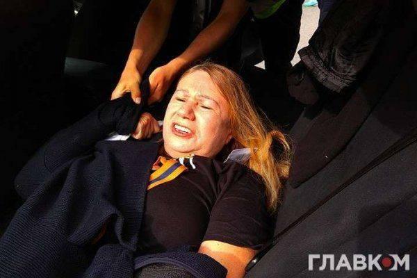 """Киевские полицаи жестоко задержали известную правозащитницу и организатора """"Бессмертного полка"""""""