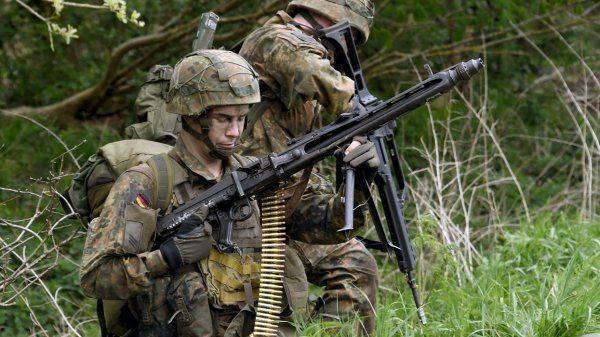 Германия вооружается в страхе перед США
