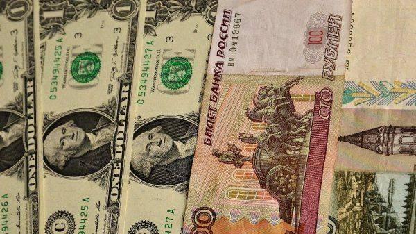 Российский рубль в топ-5 самых уязвимых валют мира