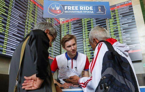 Стражи футбольных матчей: московские волонтеры спешат на помощь