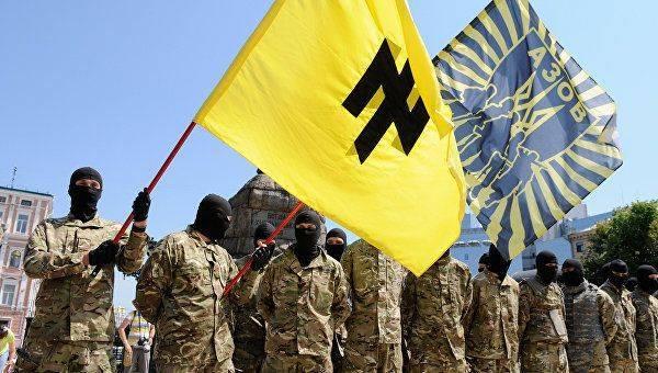 Переобулся на лету: зачем Аваков борется с вскормленными им неонацистами